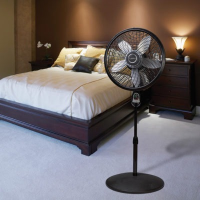 lasko 18″ Remote Control Cyclone® Pedestal Fan model 1844 in bedroom