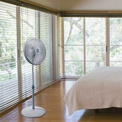 lasko 16″ Performance Pedestal Fan model 2526 in bedroom