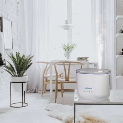 Lasko Top Fill Ultrasonic Cool Mist Humidifier Model UH250 in White Living Room